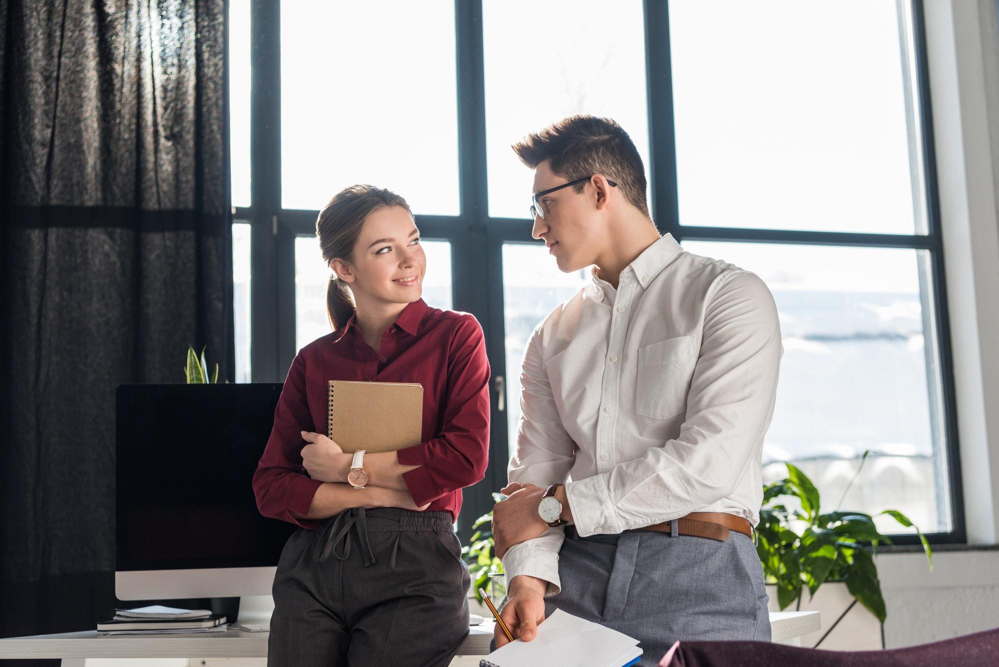 8 conseils pour séduire au bureau