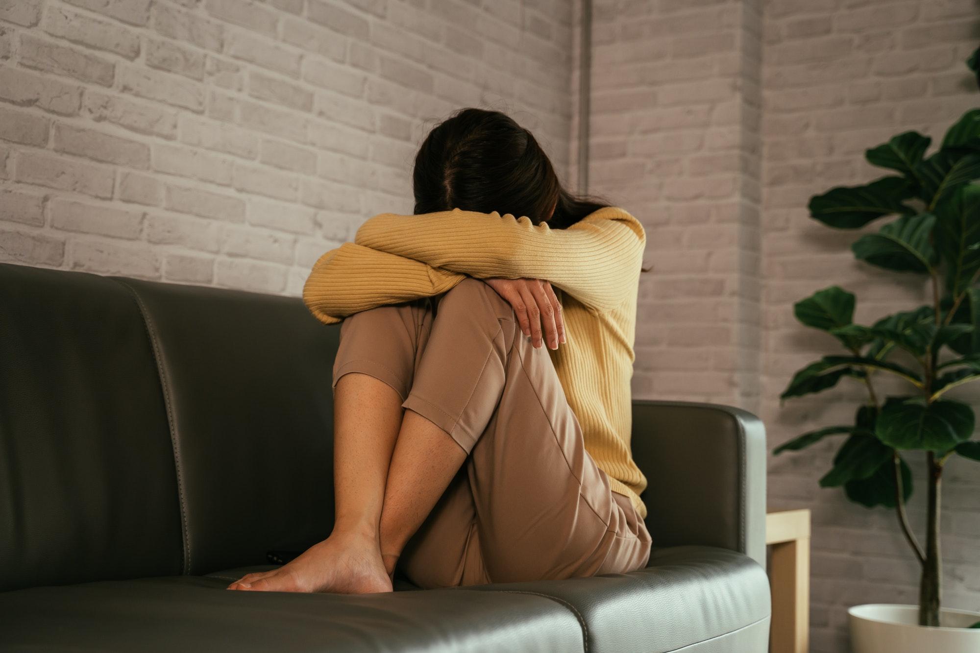 femme déprimée car son ex lui manque